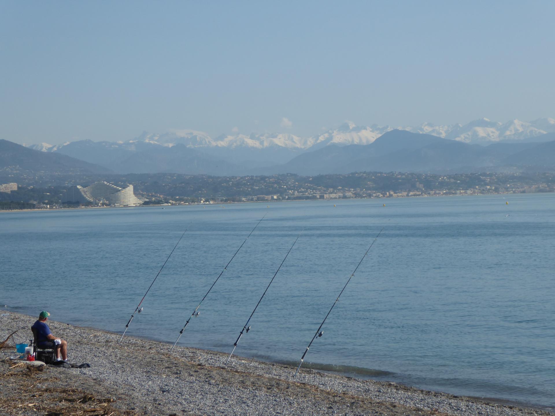 Partie de pêche sur la plage